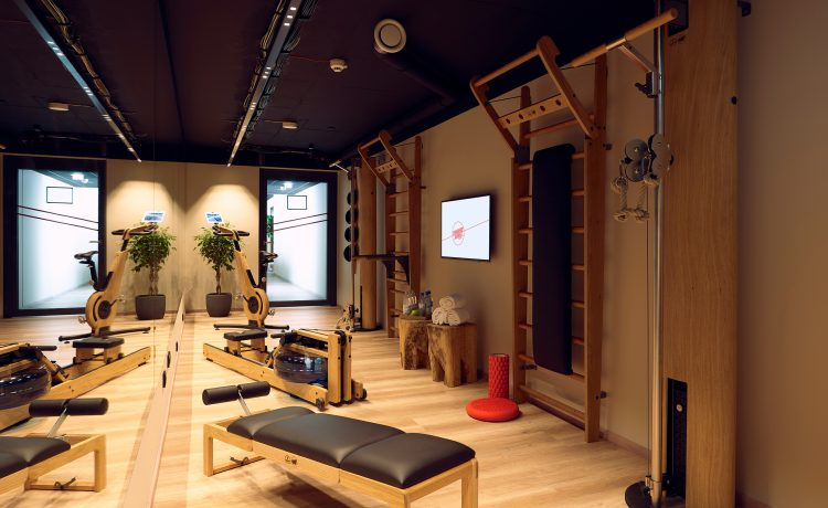 Fitness room with various high-quality wood fitness machines from NOHrD in the Schwabinger Wahrheit.