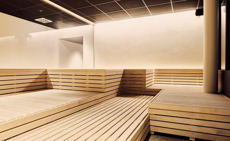 Brightly lit sauna area with bright wood in the Schwabinger Wahrheit.