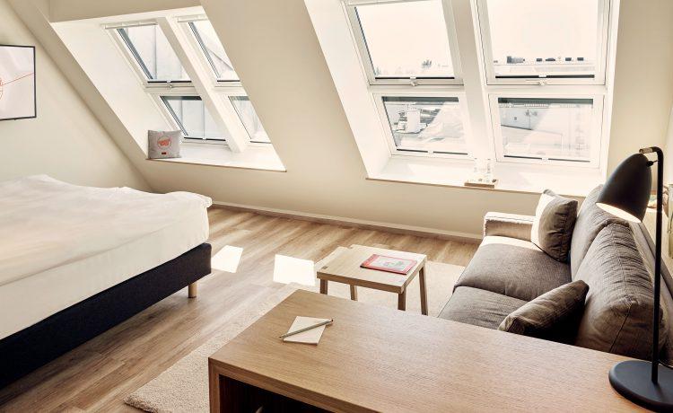 View of the slanted windows in sunshine in the Suite 35 in the Schwabinger Wahrheit.